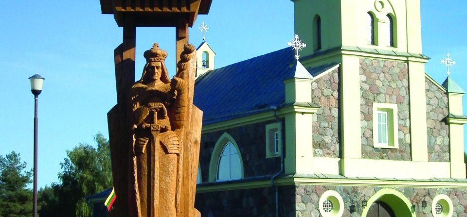 Koplytstulpis LDK valdovui Vytautui. H=4,8 m, ąžuolas. Pelesa, Baltarusija, 2010 m.